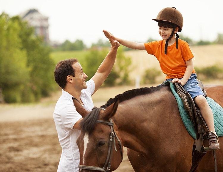 Έρευνα: Η ιππασία μειώνει το άγχος σε παιδιά και εφήβους με αυτισμό